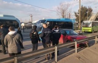 Kocaeli'de 3 aracın karıştığı zincirleme trafik...