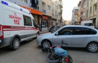 Otomobil ile çarpışan motosikletin sürücüsü...