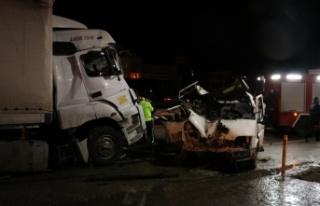 Sakarya'da trafik kazasında yaralanan tır şoförü...
