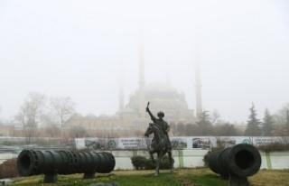 Selimiye Camisi'nin minareleri sis altında gözden...