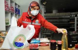 Ankara Gölbaşı'da yemek ve koliler sahiplerine...