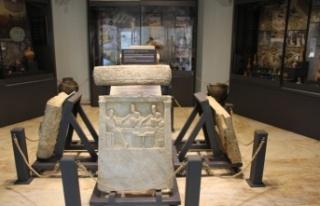 Bandırma Müzesi bulundurduğu 10 bin eserle ziyaretçilerini...
