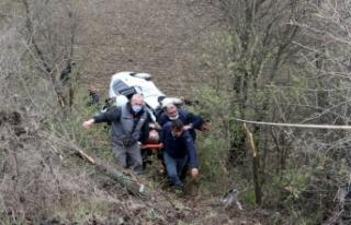 Edirne'de devrilen otomobilde sıkışan sürücü...
