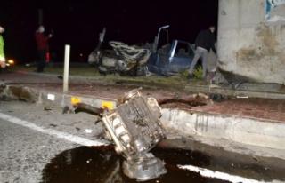 Edirne'de otomobil köprü ayağına çarptı: 1...