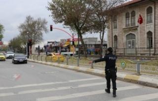 Edirne'de sokağa çıkma kısıtlaması kapsamında...