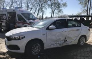 Edirne'de taksi otomobile çarptı : 1 yaralı