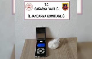 Karasu'da düzenlenen uyuşturucu operasyonunda 2...