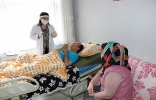 Kocaeli'de hasta yakınlarına 'refakatçi'...