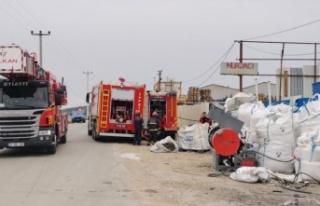 Gebze'de geri dönüşüm tesisinde plastik maddelerin...