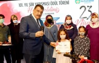 Malatya'da 23 Nisan şiirleri ödüllendirildi