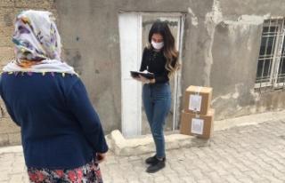 Mardin'de gıda kolileri sahiplerine ulaştırılıyor