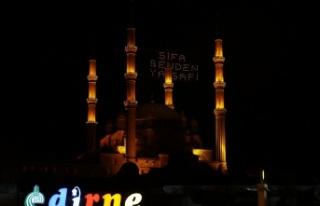 """Selimiye Camisi'ne asılan """"Şifa senden ya..."""
