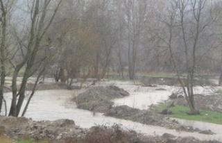 Taraklı'daki Aksu Deresi aşırı yağışın ardından...