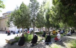 Trakya'da vatandaşlar ikametlerine en yakın camide...