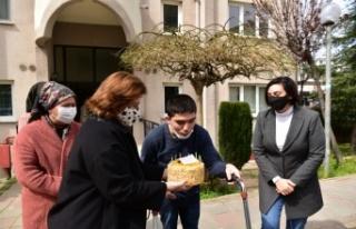 Tuzla Belediye Başkanı Yazıcı'dan, engelli gence...