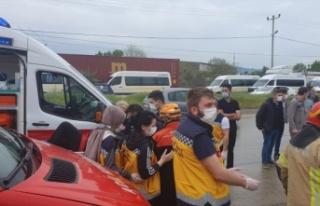 İşçileri taşıyan servis aracı devrildi: 1 kişi...