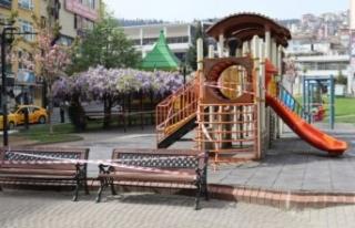 Kocaeli'de Kovid-19 nedeniyle çocuk oyun parklarının...