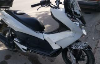 Kocaeli'de hafif ticari araçla çarpışan motosikletin...