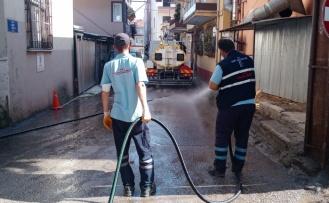 İzmit Belediyesinden koronavirüse karşı sokak sokak dezenfekte