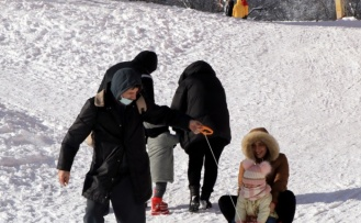 Kartepe'de kayak pistlerinin yarın beklenen yoğun kar yağışının ardından açılması planlanıyor
