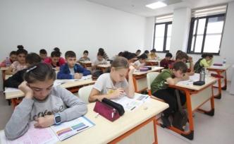 Bilgi Evlerinde 3 bin 500 öğrenci ter döktü