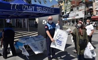İzmit Belediyesi 25 bin kurban poşeti dağıttı
