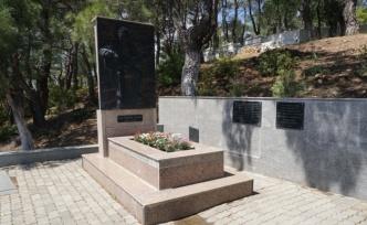 Sanatçı Ali Ekber Çiçek, vefatının 15'inci yılında Edremit'teki kabri başında anıldı