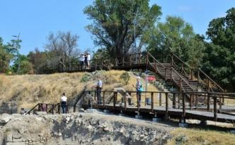 TARİHİN AYNASI KÜLTÜREL SERVET - Troya ve Aizanoi'deki kazılar 5 bin yılı aşkın geçmişe ışık tutuyor