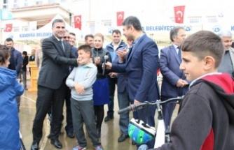 Başkan Adnan Turan, Öğrencilerin Bisiklet Sevincine Ortak Oldu