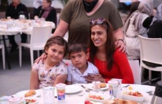 Yıldız Tilbe, yetim çocuklara iftar verdi