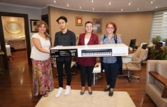 Hürriyet, Müzik tutkunu Lise öğrencisini mutlu etti