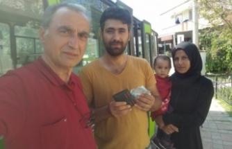 Ali Osman Başkan ,bulduğu parayı sahibine teslim etti