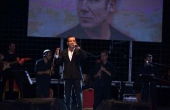 İzmitli Ferhat Göçer Fuar konserinde duygusal anlar