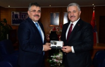 """Ahmet Arslan'dan, Emniyet müdürü Tipioğlu'na """"Hayırlı olsun"""" ziyareti"""