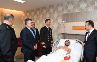 Aksoy ve Tipioğlu yaralı Gaziyi ziyaret etti