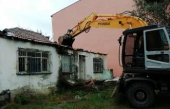 İzmit'te Mahallelerde tehlike yaratan binalar yıkılıyor