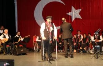 Türkülerle engellerini aştılar
