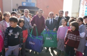 Fatma Abla Akmeşeli çocuklara, spor malzemesi dağıttı