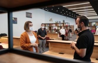 Gençler istedi, Hürriyet Kütüphanenin saatini uzattı