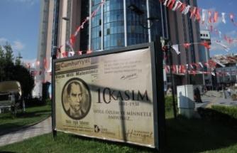 İzmit Belediyesi Ata'yı tarihi manşetlerle andı