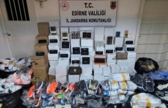 Edirne'de otobüste çok sayıda kaçak ürün ele geçirildi