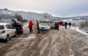 GÜNCELLEME - Çanakkale'de gölete düşen araçta kaybolan 2 kişiden birinin cansız bedeni bulundu