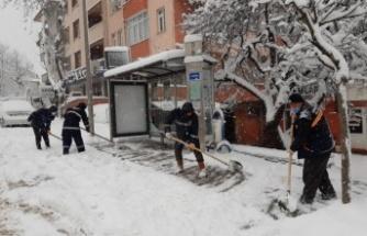 Kandıra'da karla mücadele çalışmaları devam ediyor