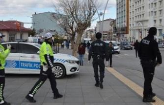 Kocaeli'de Kovid-19 tedbirlerine uymayan 376 kişiye para cezası
