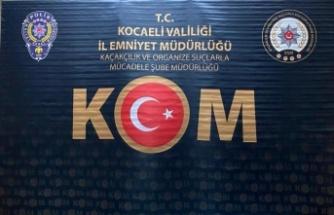 Kocaeli'de durdurulan yolcu otobüsünde kaçak cep telefonu ele geçirildi