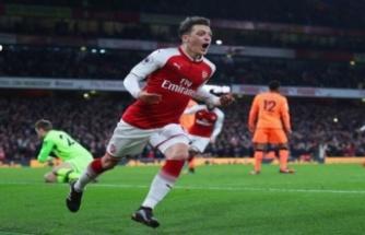 Mesut Özil bu gece İstanbul'a geliyor