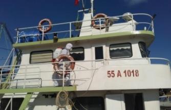 Kandıra'da Kovid-19 vakası görülen iki tekne dezenfekte edildi