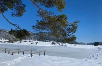 Karagöl yaylası göleti buz tuttu