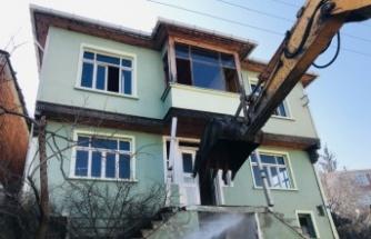 """Marmara Depremi'nin merkez üssü Kocaeli """"ağır hasarlı bina"""" yükünden kurtuluyor"""