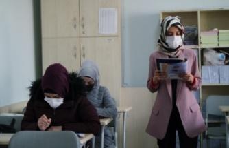 MEB ve BM iş birliğindeki projeyle hem dil hem meslek öğreniyorlar
